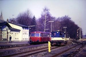 Schienenbus 798 772 (Zug 5154)  und Köf (332 093) im September 1984