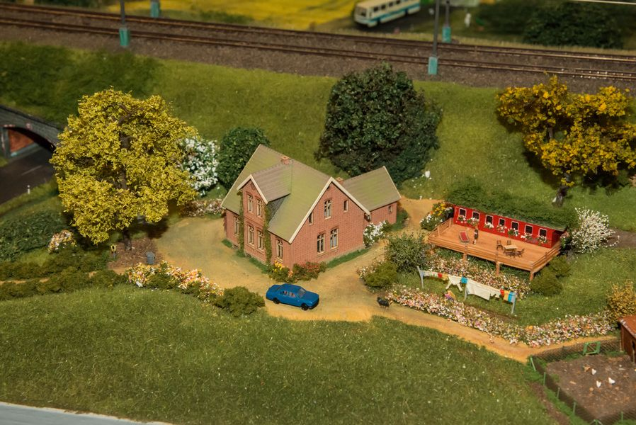 Wohnhaus mit Eisenbahner-Gartenhaus